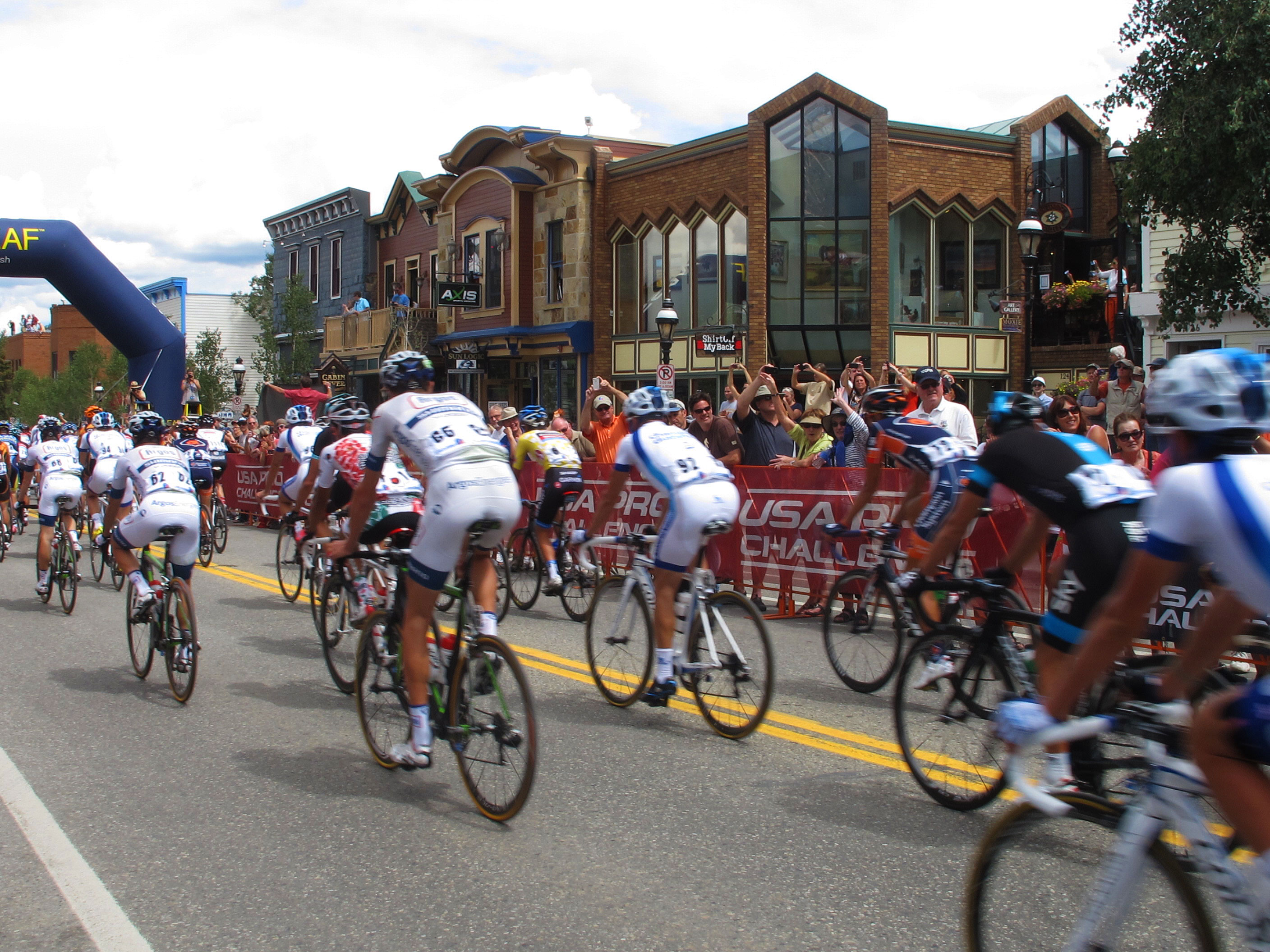 Racers start out for Steamboat on Stage 3