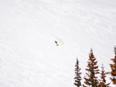 A lone snowboarder gets first tracks down Horseshoe Bowl